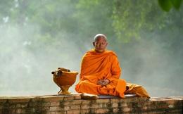 Chàng trai hỏi làm sao để làm hài lòng Trời Phật, vị sư bảo ra nghĩa địa làm 1 việc kỳ lạ