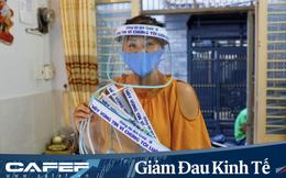 """Nữ tiểu thương Sài Gòn xuất hiện trên loạt báo nước ngoài vì tự làm 1.000 mặt nạ ngăn giọt bắn virus tặng cán bộ y tế: """"Từng là bệnh nhân, tôi cảm thấy nợ các bác sĩ rất nhiều"""""""