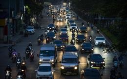 Ngày thứ 9 thực hiện cách ly xã hội, đường phố Hà Nội bất ngờ đông đúc trở lại