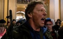 Dân Mỹ mang súng vào nhà Quốc hội tiểu bang, phản đối lệnh phong tỏa