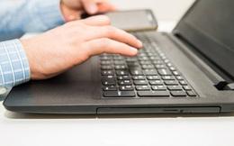 Mua laptop cũ giá 200 đô, chàng trai phát hiện ra 1 bí mật đem lại cho cậu thứ không ngờ