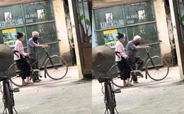 Mẩu chuyện nhỏ trước ngõ của hai ông bà và chiếc xe đạp khiến người ta bật cười
