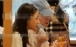 Angelababy lại một mình đưa con trai đi chơi và ăn uống mà không hề có bóng dáng của Huỳnh Hiểu Minh