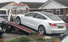 Quên gắn đinh, vô lăng Tesla Model 3 rụng rời chỉ sau một tháng sử dụng