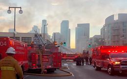 Tòa nhà ở Mỹ đang bốc cháy bỗng phát nổ làm 11 lính cứu hỏa bị thương