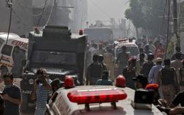 Vụ máy bay Pakistan rơi xuống khu dân cư: Ít nhất 1 người sống sót