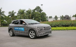 Lộ diện ô tô điện của VinFast ngụy trang kín mít chạy thử?