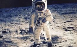 Một năm Mặt Trăng có đúng 12 ngày, ngày đầu tiên tên là Armstrong - vì sao?