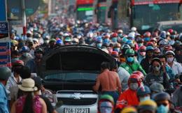 Cửa ngõ phía Tây TP.HCM kẹt cứng, người dân mỏi mệt quay trở lại thành phố sau 4 ngày nghỉ lễ 30/4