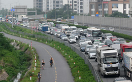 Người dân đổ về Hà Nội sau kỳ nghỉ khiến cao tốc Pháp Vân - Cầu Giẽ ùn ứ kéo dài hàng km