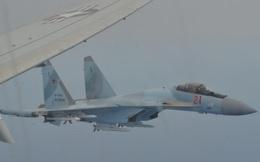 """F-16 dư sức """"làm xấu mặt"""" Su-35: Vì sao Mỹ không hành động khi bị Nga đánh chặn nguy hiểm?"""