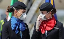 24h qua ảnh: Nữ tiếp viên đứng cạnh máy bay chở thiết bị y tế tới Italia