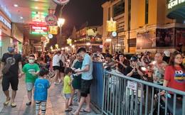 Nắng nóng đầu hè, hàng kem nổi tiếng Hà Nội chật cứng người