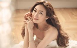 """Chỉ còn hơn 10 ngày nữa sẽ lâm bồn nhưng mỹ nhân """"Bản tình ca mùa đông"""" Choi Ji Woo vẫn giữ được vóc dáng thon gọn và thần thái xinh đẹp"""