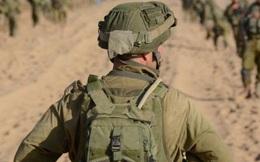 Khinh bỉ người đàn ông hỏi đường nhưng chỉ sau vài câu nói, người quân nhân phải hốt hoảng quỳ lạy đối phương