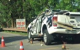 Xe bán tải biến dạng sau cú va chạm với xe tải lúc rạng sáng khiến 4 người thương vong