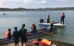 Tìm thấy thi thể 2 học sinh mất tích trên hồ thủy điện Đại Ninh