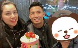 """Vợ chồng Tiến Dũng - Khánh Linh vi vu Hàn Quốc không quên ghé thăm Trường """"oppa"""": Lâu không gặp vẫn đẹp trai quá hén!"""