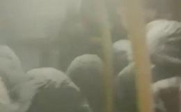 Xe bus bất chợt bị hỏng giữa đường, tất cả hành khách trên xe bỗng hóa thành 'người tuyết' sau khi chịu đựng cái lạnh -26 độ C
