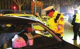 Phạt nặng tài xế lái xe sau khi uống rượu bia: Chuyện đâu chỉ ở Việt Nam