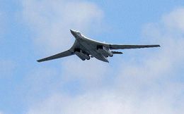 """Cuộc so tài của """"Quái vật ném bom"""" B-1 và """"Thiên nga trắng"""" Tu-160"""