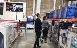 Là một trong số tỷ phú công nghệ giàu nhất thế giới, Mark Zuckerberg vẫn thường xuyên săn đồ giảm giá