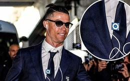 Lương lên tới hơn 800 tỷ/năm, Ronaldo vẫn khiến tất cả sốc nặng khi dùng tai nghe có dây và máy nghe nhạc rẻ tiền đã dừng sản xuất