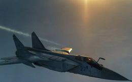 """Cận cảnh """"siêu"""" tiêm kích MiG-31BM tiếp nhiên liệu trên không"""