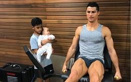 Cristiano Ronaldo phô bày cơ bắp làm dậy sóng mạng xã hội