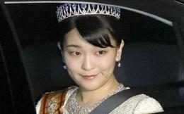 """Công chúa Nhật Bản trì hoãn hôn lễ gần 2 năm: Vị hôn phu thường dân """"mất hút"""" và phản ứng trái chiều của các thành viên hoàng gia"""
