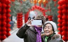Người già Trung Quốc 'hồi xuân' nhờ cách mạng 4.0: Từ WeChat đến Taobao đều chẳng ngán, thậm chí còn thành thạo hơn giới trẻ!