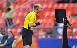 Góc lý giải: Vì sao đối thủ để bóng chạm tay trong vòng cấm nhưng Thái Lan được hưởng phạt đền còn Việt Nam thì không?