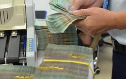 Sát Tết, ngân hàng giảm lãi suất, thu phí nộp tiền mặt