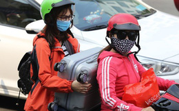 Đường vào sân bay Tân Sơn Nhất nghẹt cứng, ngàn người nháo nhào