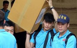 U23 Việt Nam rời Thái Lan về nước, thủ môn Bùi Tiến Dũng tích cực xếp hành lý cho cả đội