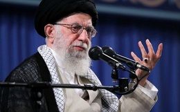 """Lãnh tụ Iran gọi ông Trump là """"chú hề đâm lén sau lưng"""""""