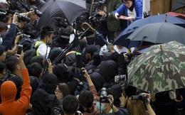 Hồng Kông: Biểu tình bạo lực tiếp diễn, hai cảnh sát bị thương