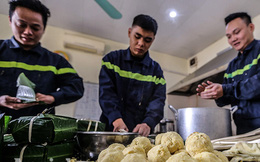 Những chiếc bánh chưng được gói bởi bàn tay thô ráp của chiến sỹ PCCC Thủ đô
