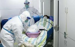 Loạt ảnh và clip cho thấy sự nhọc nhằn của bác sĩ ở Vũ Hán: Ăn Tết trong bệnh viện, bật khóc vì áp lực và thậm chí hy sinh cả tính mạng