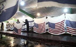 Công ty Iran sản xuất quốc kỳ Mỹ, Israel chỉ để…đốt!