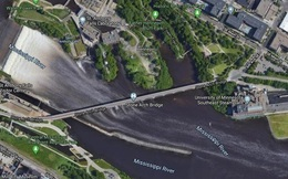 Tin Google Maps, một tài xế lao xuống sông may mắn thoát chết