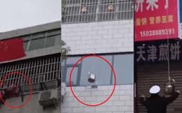 Người phụ nữ lớn tuổi thả dây dài cùng nồi nước nóng từ tầng 5, cảnh sát sau khi phát hiện đã cảm động trước hành động này