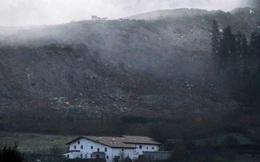 Trận đấu ở giải VĐQG Tây Ban Nha phải tạm hoãn vì… bãi rác khổng lồ đổ sụp xuống!