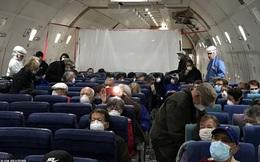 14 người mắc Covid-19 ngồi khoang riêng trên chuyến bay sơ tán về Mỹ