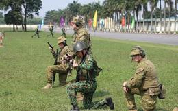 Binh sĩ Việt Nam và Úc trao đổi kỹ năng bắn súng quân dụng