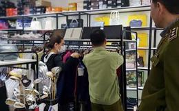 Hàng loạt túi xách nghi 'nhái' Louis Vuitton, Gucci được bán ở khu đô thị The Manor