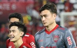 HLV Muangthong United nói gì khi đẩy thủ môn số 1 tuyển Việt Nam lên băng ghế dự bị?