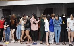 Đột kích quán karaoke lúc nửa đêm, phát hiện hàng chục nam nữ đang phê ma túy