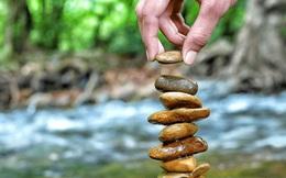 Bí quyết tìm bình yên giữa trăm ngàn vạn biến của cuộc đời: Cũng giống như đi xe đạp, để giữ thăng bằng, bạn phải liên tục tiến về phía trước