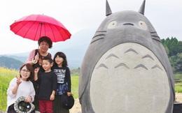 Mê phim hoạt hình Totoro, đôi vợ chồng già cặm cụi làm trạm xe bus độc nhất vô nhị, khách thi nhau tìm đến chụp ảnh